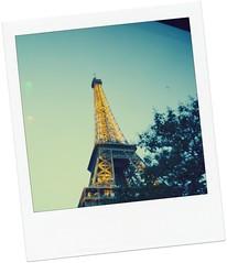 Souvenir (Karloz Silva) Tags: paris francia travel polaroid efecto torreeiffel torre souvenir atardecer luces vacaciones vacations