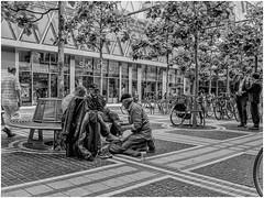 Frankfurt Zeil - Beobachter - Being watched (michaelhertel) Tags: frankfurt germany zeil deutschland street travel poor bw monochrome sw