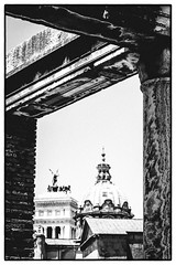 Very ancient Frame (Thomas Listl) Tags: thomaslistl blackandwhite noiretblanc biancoenegro architecture forumromanum fororomano rome roma rom building antique ruin frame naturalframe pillars