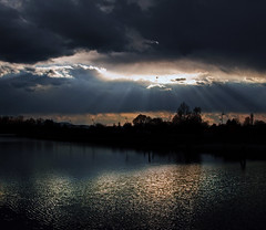 Blend (Robyn Hooz) Tags: argini padova luce tramonto contrasto acqua canali canals sky clouds