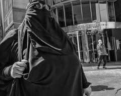 15th Street, 2017 (Alan Barr) Tags: philadelphia 2017 street sp streetphotography streetphoto blackandwhite bw blackwhite mono monochrome city urban candid people fujifilm fuji x70 15thstreet