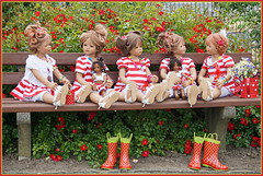 Kindergartenkinder ... gleich geht es in den Garten ... (Kindergartenkinder) Tags: seppenrade sanrike tivi rosengarten blumen personen kindergartenkinder garten blume park frühling annette himstedt dolls milina annemoni jinka leleti reki