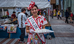 2017 - Japan - Naha Okinawa - Miss Okinawa - 12 of 21 (Ted's photos - For Me & You) Tags: 2017 cuernavaca japan nikon nikond750 nikonfx naha tedmcgrath tedsphotos vignetting nahajapan cropped missokinawa female server dents teeth cups tray earrings fascinator hat fascinatorhat okinawa okinawajapan