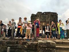 Phnom Bakheng (Kaeru) Tags: cambodia siemreap angkor phnombakheng