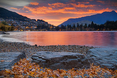Sunrise On The Lake || LAKE WAKATIPU || QUEENSTOWN (rhyspope) Tags: queenstown nz newzealand new zealand sunrise lake wakatipu nature colour sky clouds rhys pope rhyspope canon 5d mkii autumn leaves town city remarkable mountain valley