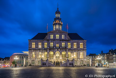 City hall (JdJ Photography (www.jdj-photography.nl)) Tags: markt stadhuis maastricht binnenstad innercity stad city limburg provincie province nederland netherlands land country benelux europa europe continent blauweuur bluehour avond evening lucht sky bewolkt cloudy wolken clouds plein square straatverlichting streetlights vlaggen flags verkeer traffic bus openbaarvervoer publictransport klok clock boom tree