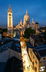Le Sacré-Coeur et ses rues commerçantes (A.G. Photographe) Tags: anto antoxiii xiii ag agphotographe paris parisien france french français europe capitale d810 nikon nikkor 1424 sacrécoeur basilique bluehour heurebleue sunset montmartre