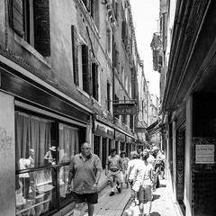 51i60617 (photo & life) Tags: italia italie ville city venise street streetphotography humanistphotography photography photolife™ noiretblanc blackandwhite fujifilm fujinon fujinonxf14mmf28r 14mm squareformat squarephotography jfl europe people