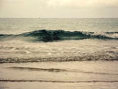 Vague de fraicheur (Noemie.C Photo) Tags: mer sea plage beach saintmalo vague wave seascape seaside ciel sky outlook horizon blue bleu azul