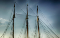 Mástiles y escalinatas (candi...) Tags: velero barco mastiles escaleras cuerdas airelibre cielo nubes sonya77