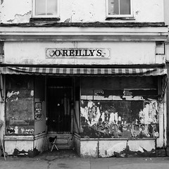 IMG_2723 (Kathi Huidobro) Tags: boardedup abandoned shop derelict urban urbandecay architecture london monochrome emptyshops londonshops southlondon deprived bw blackwhite oreillys local highstreet traditional croydon