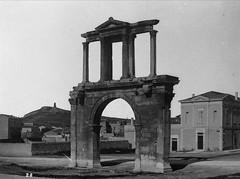 Η Πύλη του Αδριανού (Giannis Giannakitsas) Tags: αθηνα athens athenes athen aten greece grece griechenland 19th century 19οσ αιώνασ πυλη του αδριανου arch of hadrian arc d adrien