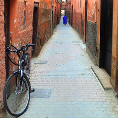the red alley (mujepa) Tags: red alley ruelle rouge vélo bike marrakech marrakesh maroc morocca