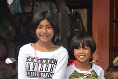 sister and brother (the foreign photographer - ฝรั่งถ่) Tags: sep52015nikon sister brother khlong bang bua portraits bangkhen bangkok thailand nikon d3200