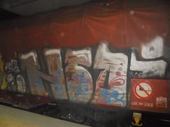 good night! (en-ri) Tags: hda nero indaco bianco fiorellini train torino graffiti writing treno merci freight