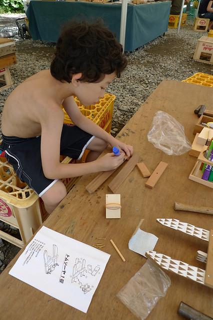 「トムソーヤクラブ村」で イカダ船作り体験|赤沢森林資料館