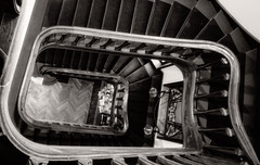 grand escalier en bois (travelben) Tags: escalier art nouveau nb bw villa majorelle nancy lorraine france eu sauvage architecte stair minimal black white noir blanc stairs staircase collimasson architecture architect spiral spirale graphisme graphics wood bois