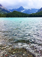 clear lake (ekelly80) Tags: montana glaciernationalpark nationalparkservice nps june2017 roadtrip keisgoesusa rockymountains optoutside findyourpark mountains manyglacier swiftcurrentlake lake hike trail water clear rocks view scenery waves lookdown