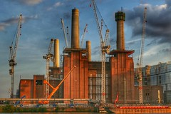 🐖Animals at work🐖 (pe.pero) Tags: london greatbritain england vauxhall pinkfloyd batterseapowerstation building crane factory
