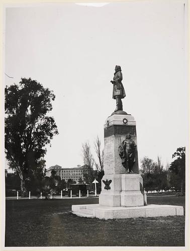 Sir Ross Smith Statue, Cresswell Gardens