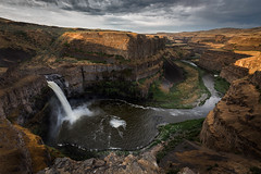 Golden opportunity (P Matthews) Tags: golden river sunrise palousefalls washington palouse waterfalls canyon breath taking landscapes breathtakinglandscapes