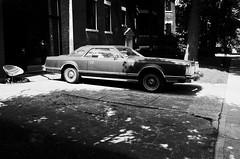 De la difficulté à trouver une place de stationnement... (woltarise) Tags: outremont montréal automobile lincoln grandeur stationnement