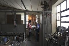 El taller de Armando. (Traru) Tags: workshop sony grandfather tools clocks mechanism daylight knowledge old work brick night
