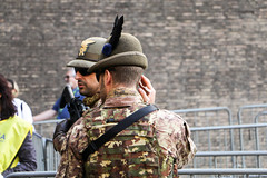 On Guard (Rick & Bart) Tags: rome italy vatican museivaticani vaticanmuseum rickvink rickbart canon eos70d soldier guard everydaypeople people personnes strangers streetphotography candid