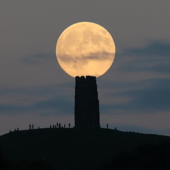 Glastonbury Tor Balancing Act (Mukumbura) Tags: fullmoon moonrise moon rising glastonburytor hill tower silhouette evening summer hilltop people astronomy festival mystical avalon glastonbury somerset england night lunar clouds balance sphere orb surface ruin turrets moonlight black stone waxing gibbous