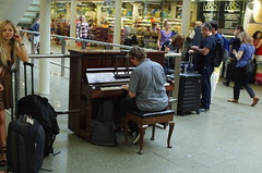 Piano, St Pancras. (rotabaga) Tags: london england pentax k5 piano stpancras