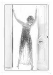 A contraluz (V- strom) Tags: blanconegro blackwhite recuerdo memory luz light personas people retrato portrait contraluz backlighting nikon nikon2470 nikon50mm nikon105mm puerta door mujer woman