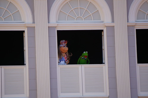"Walt Disney World: Kermit and Piggy • <a style=""font-size:0.8em;"" href=""http://www.flickr.com/photos/28558260@N04/33941277243/"" target=""_blank"">View on Flickr</a>"