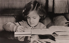 1952 Vorstenhuis (Steenvoorde Leen - 4 ml views) Tags: vorstenhuis koninklijk huis koninklijke familie monochroom 1952 prinsesmargriet dynasty dynastie dinastia dutch netherlands hollanda niederlande ansichtkaart card karte family