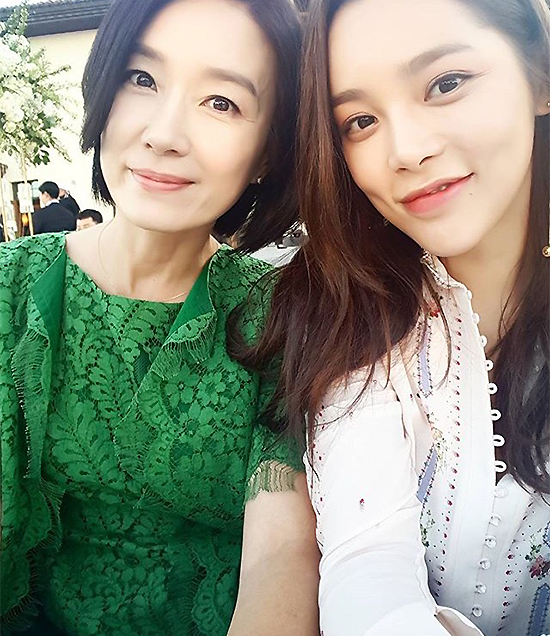 Jang Geun Suk, Hoa hậu Park Si Yeon cùng loạt sao Hàn khoe ảnh trong đám cưới mỹ nhân phim Mười - Ảnh 6.