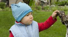 Bobas w pochmurny brzydki dzień :/ (Nieogolony) Tags: przemysław karpiński nieogolony nikon d5100 flickr dzidziuś dzieciaczek dziecko polacy polska chickabidy child love miłość happiness people outdoor hat cute baby