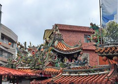 Gods and dragons on the roof of Temple of Goddess Mazu (h_wang_02) Tags: 金包里 慈護宮 金山