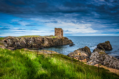 Lady's tower in Elie (Scotland) (ola_er) Tags: seascape tower structure architecture old nikon elie scotland sea clouds sky dramatic rocks fife coast coastal path