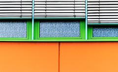 urbanity (Lunor 61 (Irene Eberwein)) Tags: minimalurban minimalismus minimalistisch minimalistic urbanity simplicity cleanfacade creativearchitecture minimalart urbanism lines textures pattern symmetry graphism graphic orange green ireneeberwein abstract architecture