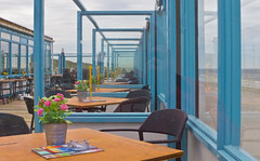 Frühmorgens / Early morning (schreibtnix off for a while) Tags: reisen travelling niederlande netherlands callantsoog destrandtent terrasse terrace stühle chairs tisch table olympuse5 schreibtnix