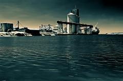 La ruta de la soja (mujik estepario) Tags: pentaxk5iis smcpentaxdal1855mmf3556 quequén puerto barcos virado pentaxlife pentax pentaxart