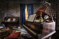 Manoir du Pianiste (urbexosap) Tags: urbex urban exploration lost decay hdr nikon d7100 opustena vila abandoned verlassene villa abandonné maison piano klavier