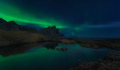 Northern Lights in Stokksnes (Toni_pb) Tags: islandia iceland stokksnes stokksnesmountain nightscape nigh auroraborealis aurora green blue mountain reflection landscape nikon nature nikkor1424f28 d810 paisaje panorama panoramica pano panoramic northernlight nocturna northern north