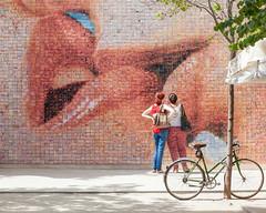 The Kiss, Barcelona (Geraint Rowland Photography) Tags: kiss kissing art kissinginbarcelona barcelona spain europe catalonia mural kissartinbarcelona streetphotography streetphotographyinbarcelona bike streetshots canon geraintrowlandphotography artinbarcelona geraintrowlandstreetphotographytours