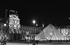 Louvre by night (Aurélien Latour) Tags: parisbynight pyramidedulouvre paris bw louvre city