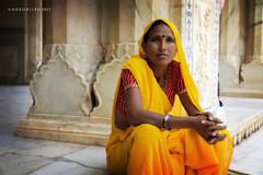 Fuerte Amber  Jaipur 9 (rokobilbo) Tags: india woman color jaipur posed handkerchief bracelets details customs