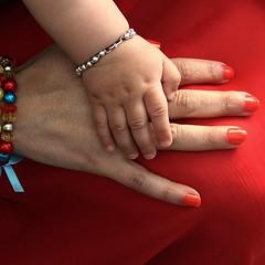 Hands! (Jorge Cardim) Tags: hands colors cores vermelho red mãos