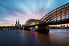 119 Sekunden Köln (Jörgenshaus) Tags: deutschland nrw köln rheinboulevard lzb graufilter kölnerdom hohenzollernbrücke sonnenuntergang canonef1635mm14lisusm cloudy