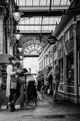 L'attente! (guillaumegesret) Tags: jersey human humaniste white woman world market marcher street standby streetview streetphotogrpahie streetphotographer structure streetart style streetphotography station monochrome moment life lifestyle light lieu city canon cute