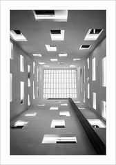 Pati de llums / Inner patio (ximo rosell) Tags: ximorosell bn blackandwhite blancoynegro bw buildings barcelona arquitectura architecture abstracció abstract llum luz light hotel nikon d750