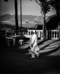 O passeio da enfermeira / The Nurse's Ride (jadc01) Tags: blackandwhite d3200 detail detalhe landscape monochrome nikon nikon18140mm people pessoas pretoebranco riodejaneiro shadows skyline sombras streetphotography